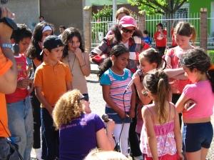 Neivanir Fontana animando as crianças