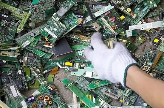 caracteristicas-e-problemas-do-lixo-eletronico-3